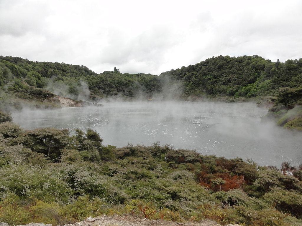 Frying-Pan-Lake-New-Zealand