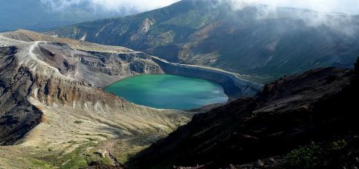okama crater lake color