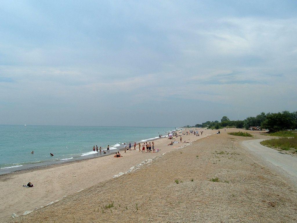 lake michigan beach trash / Illinois Beach State Park Main Beach