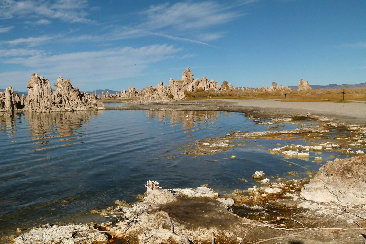 mono lake tufa shore